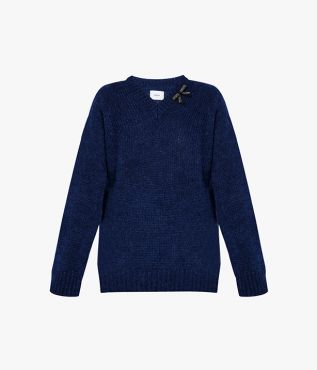 In classic navy, the Annamae Jumper will make a reliable addition to your wardrobe.