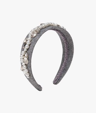 Crafted from grey twill, this headband will add texture to both evening and daytime looks.