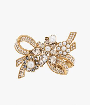 Cast in gold-tone brass, this intricately crafted brooch will bring vintage-inspired romance to your jewellery repertoire.