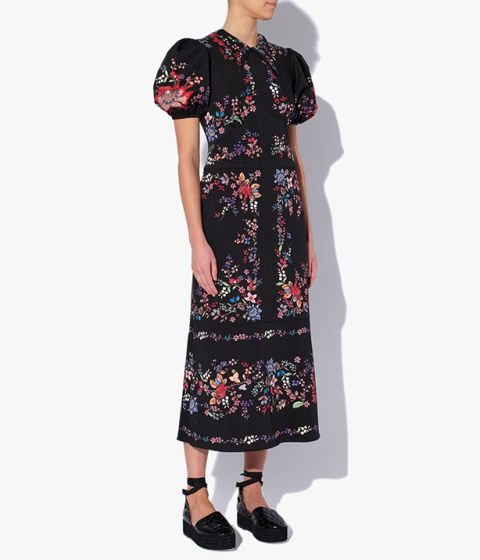 This dress has a classic shirt-style collar and feminine, puffed sleeves.