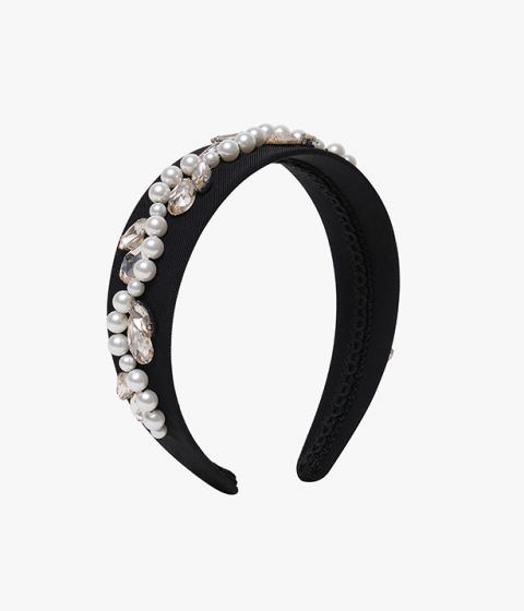 Add intrigue to understated looks with this eye-catching headband in black with pearl embellishment.