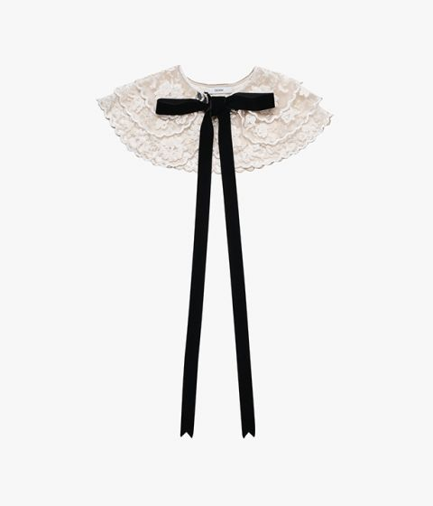 This ivory tulle collar is embroidered with an intricate floral design and has scalloped edges.