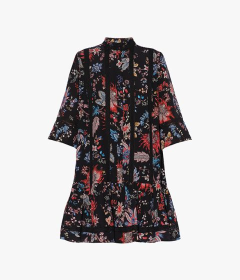 With its relaxed silhouette, the Bertram Dress is a thigh length dress with three quarter length sleeves.