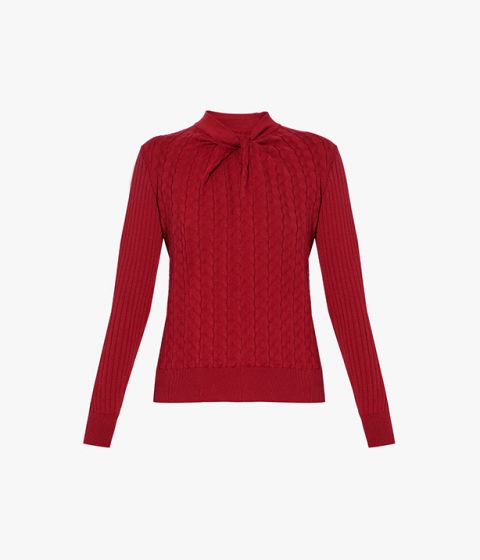 In a bold shade of red, the Rae Jumper is crafted from a lightweight blend of cotton and cashmere.
