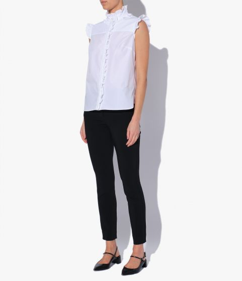 This sleeveless shirt is crafted from crisp cotton poplin for a classic finish.
