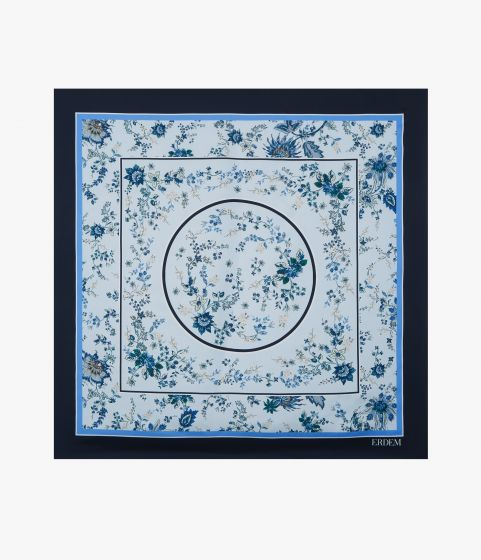 This lightweight silk twill scarf is decorated with the Hogarth Vine Mini print.